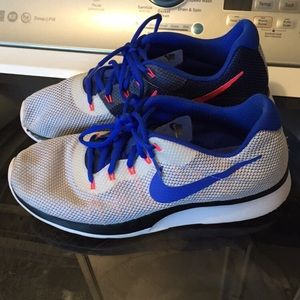 Men's Nike shoes. Size 9.5.